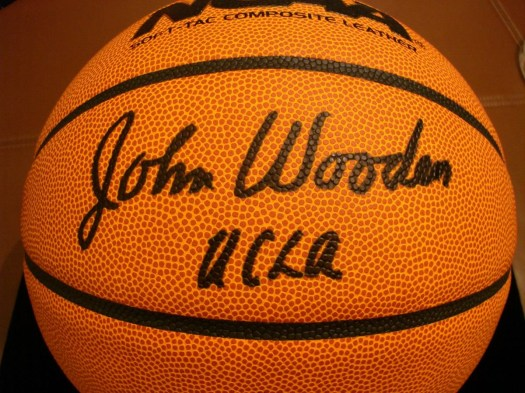 john-wooden-signed-basketball-4981